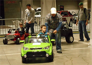Littel Tyke and Green Car_216H